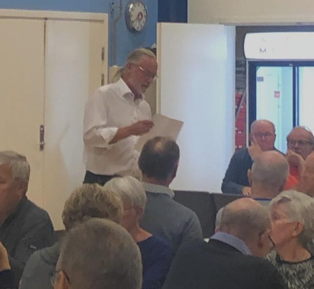 Eno Alstrup holdt en levende tale om Vemmedrup IFs oprettelse og hvordan den har holdt sig i live i 40 år.